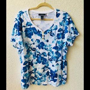 🎉 Karen Scott blue floral top 1X